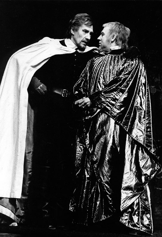 Philip the Bastard (Ian McKellen) and King John (Emrys Cooper)<br><em> </em>