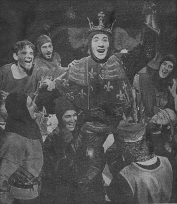 Entry into Harfleur, Ian McKellen (centre) with other members of the cast.<br /><em> </em>