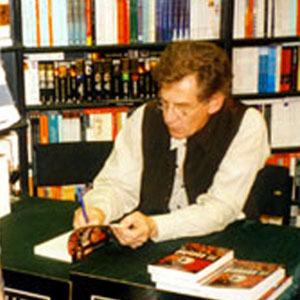 1996, RICHARD III: In the bookstore