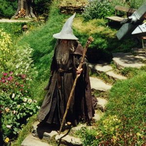 2000, THE LORD OF THE RINGS: THE FELLOWSHIP OF THE RING: On the steps at Bag End
