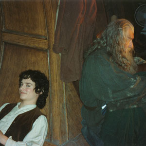 2000, THE LORD OF THE RINGS: THE FELLOWSHIP OF THE RING: With Elijah Wood in between takes