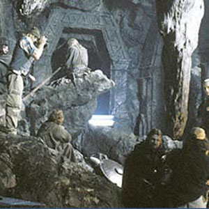 2001, THE LORD OF THE RINGS: THE FELLOWSHIP OF THE RING: Director Peter Jackson and Cinematographer Andrew Lesnie set up a shot in the mines of Moria  - Photo by Pierre Vinet/NLC Productions