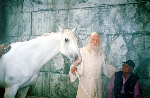 2000, THE LORD OF THE RINGS: RETURN OF THE KING: With Shadowfax and handler