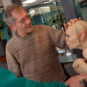 2003, THE LORD OF THE RINGS: RETURN OF THE KING: With Gollum figure at WETA  - Photo by Keith Stern