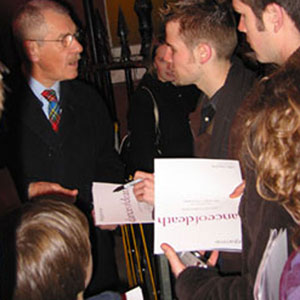 2003, DANCE OF DEATH (London/Sydney): Signing outside the stage door of the Lyric Theatre  - Photo by Keith Stern