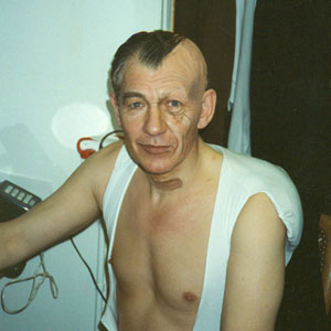 1990, RICHARD III: In dressing room