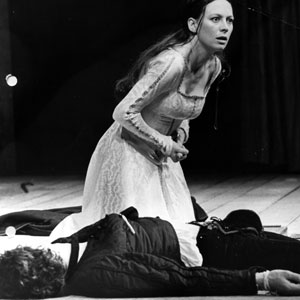 Final scene: Juliet (Francesca Annis) and Romeo (Ian McKellen)