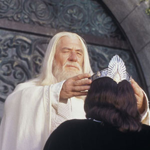 Gandalf (Ian McKellen) crowns Aragorn (Viggo Mortensen) King