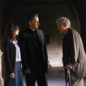 2006, THE DA VINCI CODE: Sophie (Audrey Tautou), Langdon (Tom Hanks), and Teabing (Ian McKellen) courtyard of Westminster Abbey (Lincoln Cathedral).