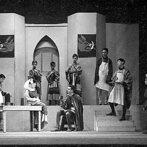 Act II, Scene 4 (Ian McKellen on steps right)