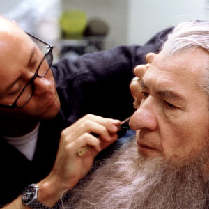 2000, THE LORD OF THE RINGS: THE FELLOWSHIP OF THE RING: Ian McKellen being made up as Gandalf the Grey by Rick Findlater  - Photo by Pierre Vinet