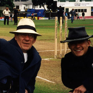 2000, THE LORD OF THE RINGS: THE FELLOWSHIP OF THE RING: With Orlando Bloom on the cricket field at the Basin Reserve, Wellington, New Zealand