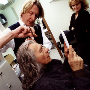 2000, THE LORD OF THE RINGS: THE FELLOWSHIP OF THE RING: Peter Owen makes up Ian McKelllen as Gandalf the Grey  - Photo by Pierre Vinet